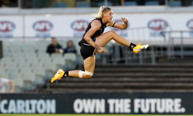 Tayla Harris moves to Demons as AFLW contract standoff ends